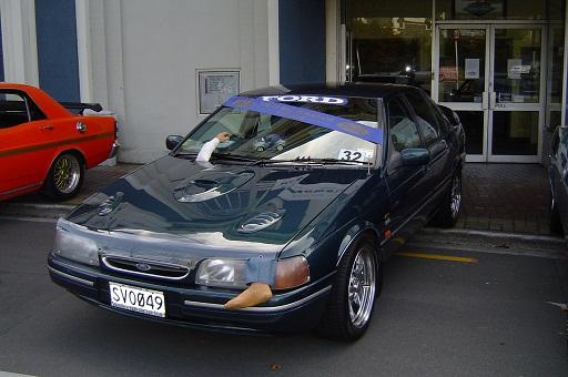 FORD GHIA 2002